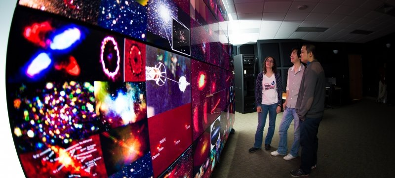 Students standing in front of a wall of monitors in EERC 510.