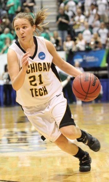 Sam Hoyt while she played for Michigan Tech.