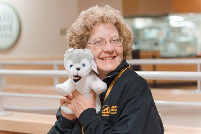 Alumni with stuffed Husky