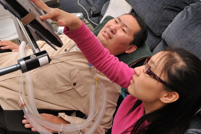 Dr. Shuanglin Zhang working with a student