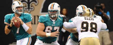 Joe Berger, #67, a former Husky, plays with the Miami Dolphins.
