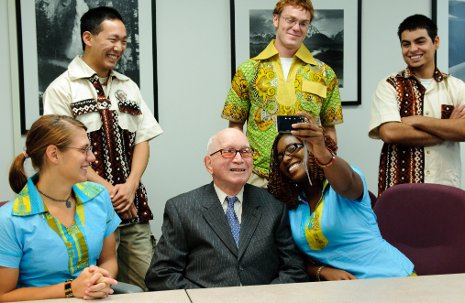 Frank Pavlis '38 visits with members of the Pavlis Institute for Global Technological Leadership at Michigan Tech.