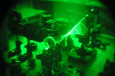Tunable CW diode laser, green lazer shining from two round lenses
