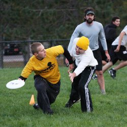 People playing ultimate frisbee.