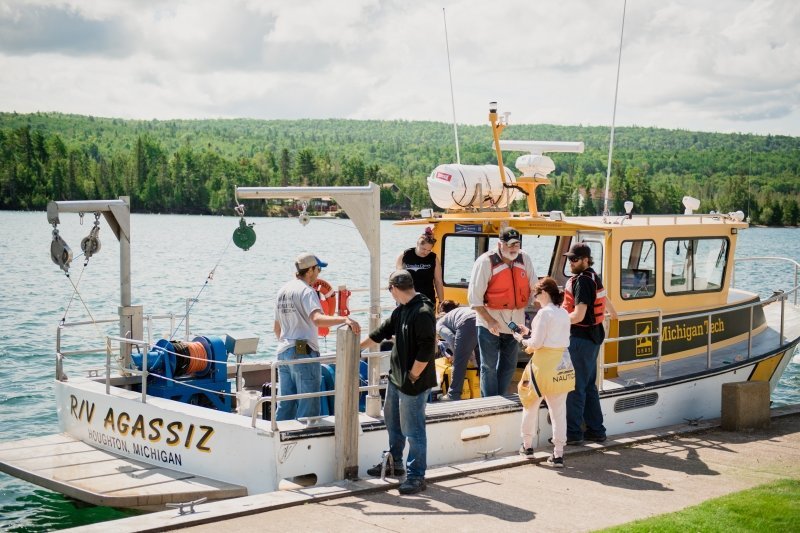 Students boarding in research vessel