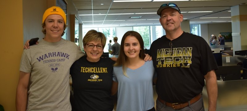 Student with parents at Orientation