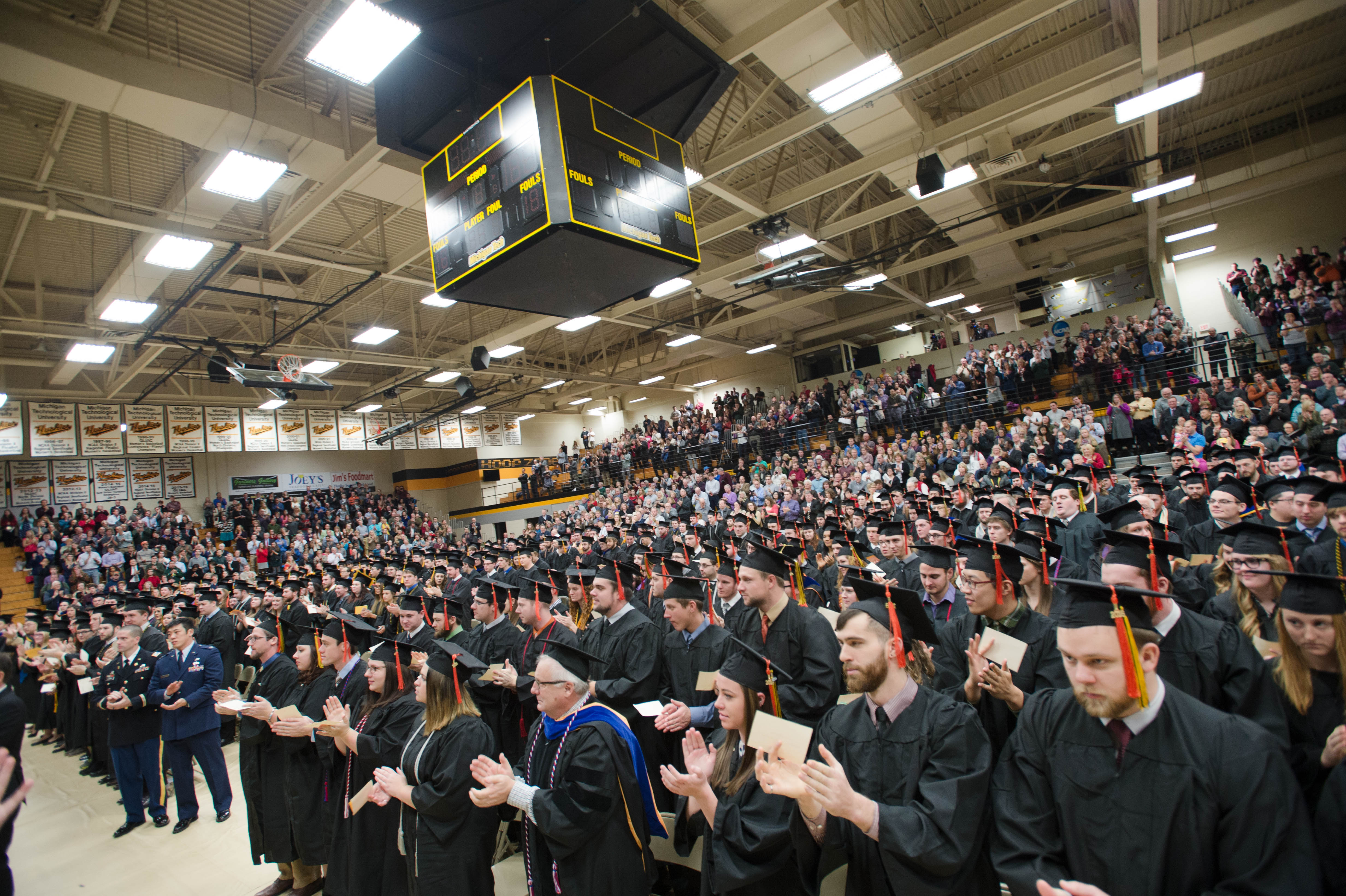 Mid–year Commencement 12172016082