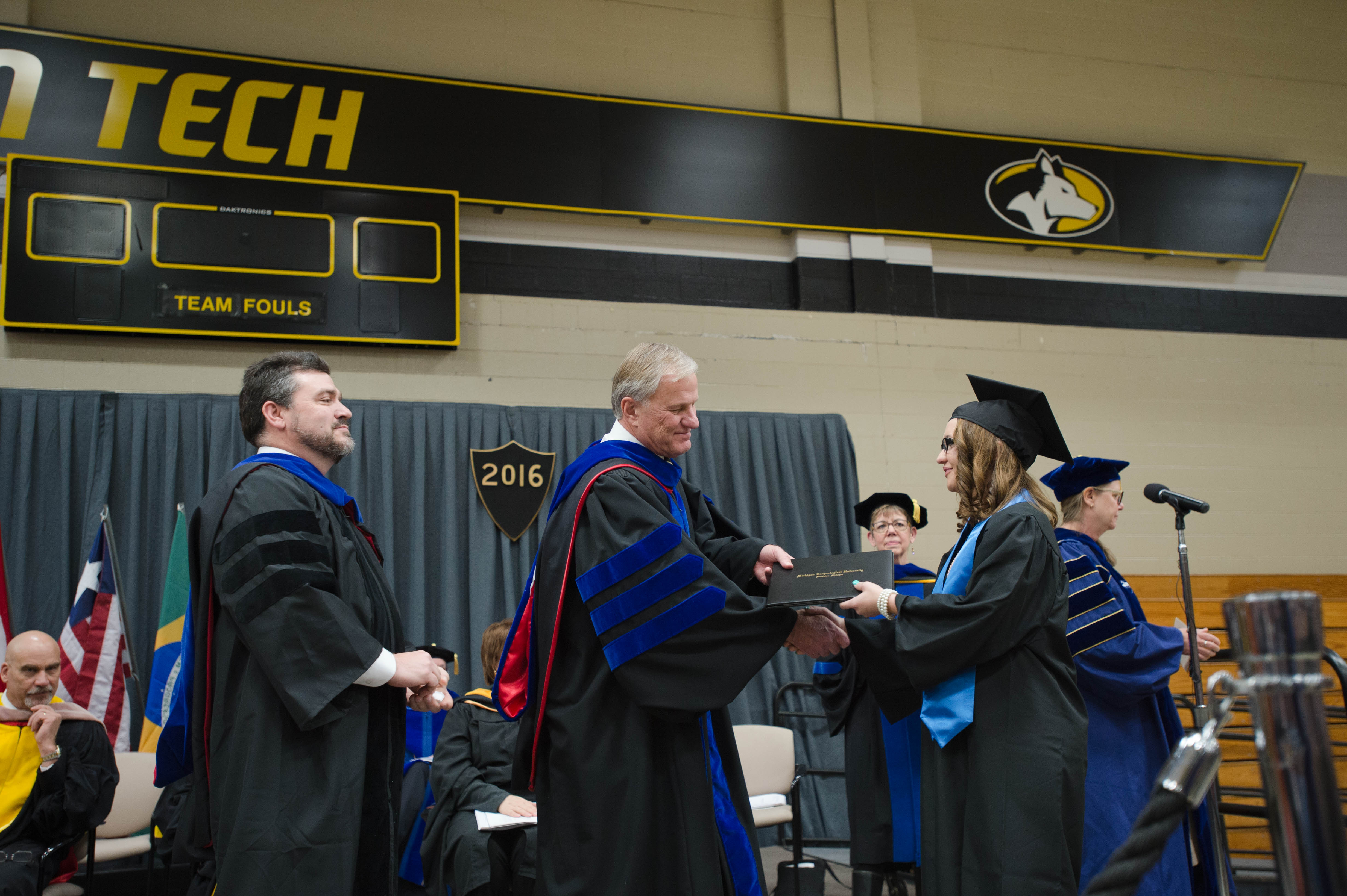 Mid–year Commencement 12172016083