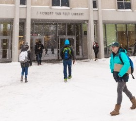 cropped-Snowing-Campus-20171215_0036.jpg