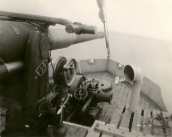 The deck of a boat with a mounted gun and lake superior in the background, black and white circa 1918 from City of Thunder Bay archives